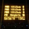 Diese Tafel habe ich fotografiert nachdem ich am Ziel angekommen war und mein Bus gerade weg war. Hinter mir kamen noch drei andere.