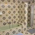 Großes Tageslicht-Bad mit italienischen Fliesen.