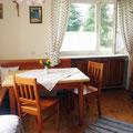 Essbereich in der gemütlichen Wohnküche der Ferienwohnung