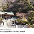 浦賀港および東浦賀の氏子の守り神。社叢林(しゃそうりん)は県天然記念物に指定。浦賀港はもちろん対岸の灯明堂も一望できます。