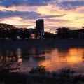 Abendstimmung - Blick von unserem Hotel über den Sangker auf das Zentrum von Battambang