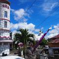 Auf unserer Rollertour am zweiten Tag begegneten uns neben vielen bunten Kirchen ...