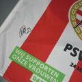 PSV - AJAX doelpunt Kirsten Koopmans , van haar heb ik deze vlag als aandenken gekregen