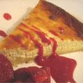 Tarte au fromage blanc, coulis de fraises du jardin