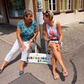 die allerersten  #Begegnungsstühle / #Regenbogenstuhl wurden von Atelier gestaltet und sind in Wattenwil aufgestellt