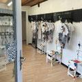 die Begegnunsstühle von Alexandra im Crazy-Shirt-Shop in Wattenwil