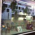 """Begegnungsstühle und Bilder von Stefanie Seiler im """"Jacky's im Glattpark"""""""