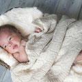 新生児(ニューボーン)撮影。二畳ほどのスペースでも撮影は可能です。※撮影の内容はご相談下さい。