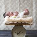 新生児(ニューボーン)撮影。小物、背景、衣装もご相談下さい。※大阪市内出張交通費無料です。