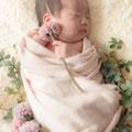 新生児(ニューボーン)撮影時の造花などの小物もご用意できます。