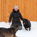 Малыш и Ода радуются снегу!