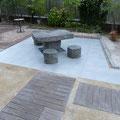 after:庭部分(テーブル周囲をタイル張りし、そこへのアプローチも新たに設けました)