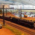 Güterzug mit einer Kabienentender BR50 in voller Fahrt