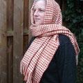 Der Schal wurde nach dem Fund der Huldremosefrau gearbeitet und ist auf die Eisenzeit datiert