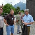 Franz Arnold im Gespräch mit Mitgliedern von SpiezSolar