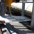 ベランダを越えたらそこはアーケードの屋根の上.既存の通路に連絡するための橋を渡します.