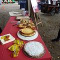 Unsere leckeren selbstgebackenen Kuchen konnten wir alle verkaufen - am schnellsten weg war der Käsekuchen!