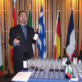 カタルジーナを紹介する岡崎代表