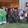Die Geistlichkeit und Honorablen mit den Wallfahrern, die von Anfang an, also seit 20 Jahren, dabei sind.