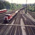 Lok 2 räumt Gleislager Rönsch ab.