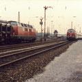 Zugbegegnung in der Umspanngruppe im Januar 1989.