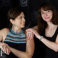 Sereina und Alexandra mit Schmuckstücken von der Goldschmiede OBSESSION