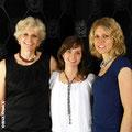 Madeleine, Martina und Evelyne mit Schmuckstücken von der Goldschmiede OBSESSION