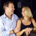 Daniela und Peter mit Schmuckstücken von der Goldschmied OBSESSION