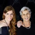 Sandra und Ursula mit Schmuckstücken von der Goldschmiede OBSESSION