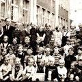 1. Schuljahr Lehrer Rosenberg 1953