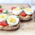 high protein egg and hummus breakfast sandwich recipe