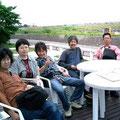 ぐうぇん ●バンド紹介 写真に写ってるのは6月に佐渡ツア-をしたときのものです。 メンバ-4人のほかに、もうひとり写ってるのは バンド名を拝借させていただいた「Gwen.Onohara」っていう一応、おんなのこです(^0_0^) ●メッセージ ことしは「せ」に出させていただきます。よろしくですm(__)m