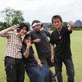 BEATONIC ●メッセージ Japanese Rock'n Roll Band BEATONIC!!  今年もやってきました!  いろんな人と仲良くなって  だんだん名前や顔を覚えてもらえたら嬉しいな。  みんなでたくさん楽しみましょ!   今年は屋台部焼きそば係りもやってるよ!  みんな食べにきてね!