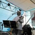 KANDA ●バンド紹介 「せーばなる」自信を持って楽しんでるひとりです。 元祖ーMAKUMA改めKANDAです。 ●メッセージ テーマである「愛と平和と音楽と・・・」を 忘れない為に今年も歌わさせていただきます。 だめ? みなさん!ごいっしょに!