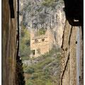 Vue du chateau depuis la place du village