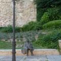 Bonhomme à la cape se reposant... à Salamanca