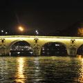 le pont des Amoureux : faites un voeux si c'est la première fois que vous allez à Paris et passez sous ce pont...