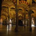 Intérieur de la mezquita de Cordoue...