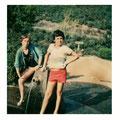 Mon frère et moi à la même fontaine dans les années 80