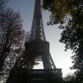Au bout d'une rue... la Tour Eiffeil