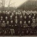 Lehrer August Harbrecht mit Bubenklasse Jahrgang 1921/1922