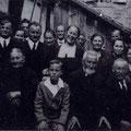 Großfamilie Isodor Schindler, ca. 1926. In der Mitte vorne: Isodor u. Luise Schindler, geb. Hitscherich mit einem Enkel