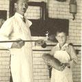 Johannes Hitscherich und Sohn Robert in der Backstube