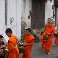 Tak Bat Prozession, Luang Prabang