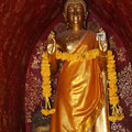 Buddha-Statue in einer Kapelle von Wat Xieng Thong