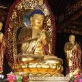 Buddha in einem Nebengebäude der Wildganspagode