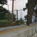 Заделанная дырка в заборе, куда шли Гоблины.