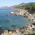 Место: пляж прощания, Ай-Яй на камне