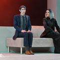 Daniel Arnaldos als Oleander in Melusine mit Geneviève Tschumi als Madame Lapérouse, UNI.T - Theater der UdK Berlin 2016 (Foto: Thomas Jäger)