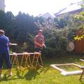 Basti, Dean und Karsten beim bauen eines Paneels